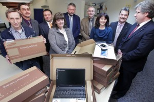 Schulleitungen und Fördervereine bei der Übergabe der Laptops durch die Volksbank Kirchheimbolanden